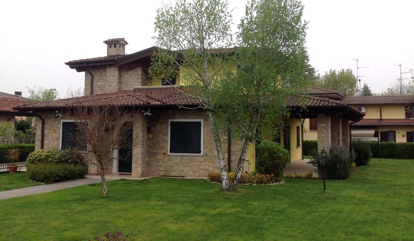 Pietra di credaro lavorazione posa e prezzi da artigiani for Finestre per case in stile artigiano