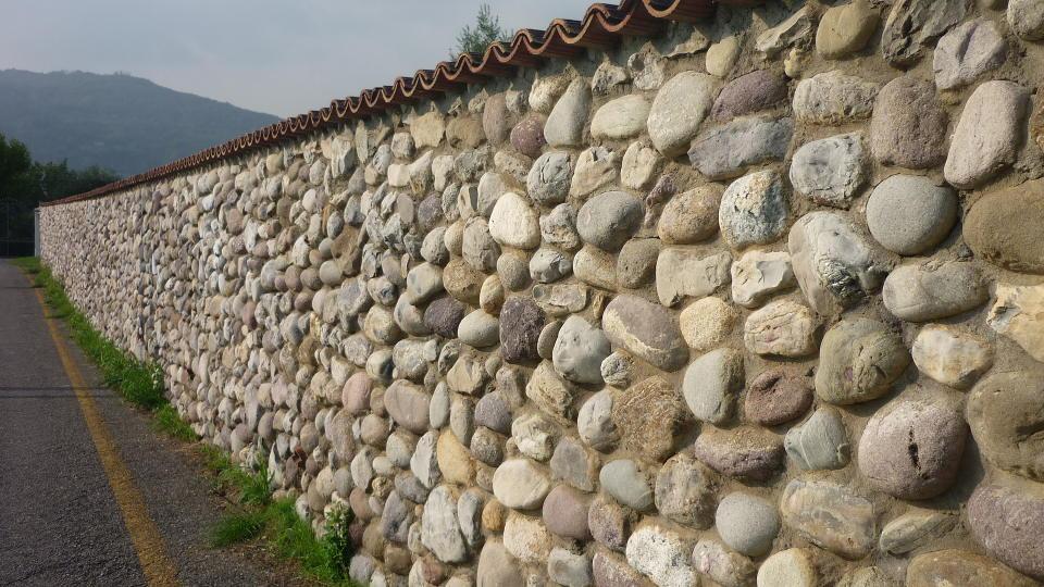 Lavorazione sassi di fiume artigiani pietra credaro for Pietre di fiume